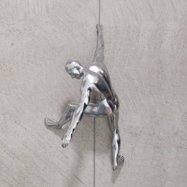 CLIMBING-scalatore-uomo-cromo-da-appendere-rivolto-verso-il-basso