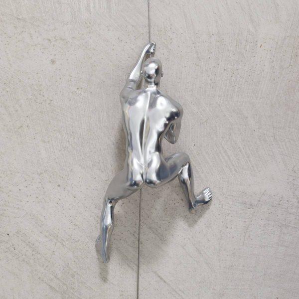 CLIMBING-scalatore-uomo-cromo-da-appendere-rivolto-verso-l'alto_1