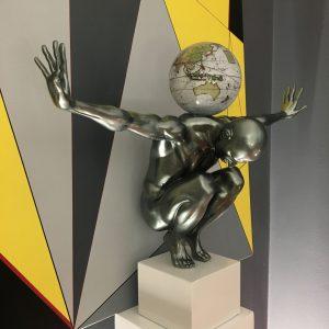 atlas-grigio-metallizzato-globo-antico-bianco-3