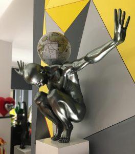 atlas-grigio-metallizzato-globo-antico-bianco-6
