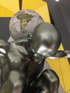atlas-grigio-metallizzato-globo-antico-bianco-8