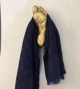 hanger-foot-left-appendiabito-oro-2
