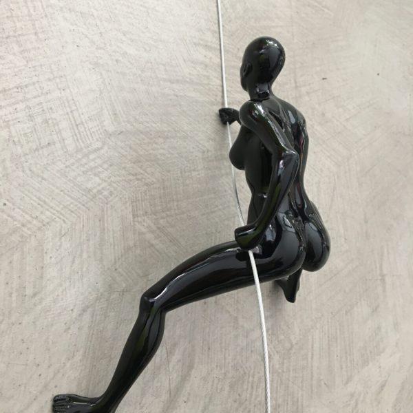 scalatore-donna-nero-rivolto-verso-alto-1