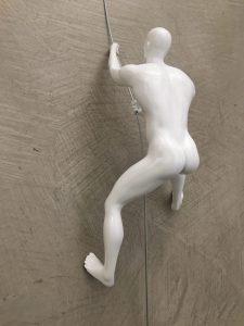 scalatore-uomo-bianco-rivolto-verso-alto-3